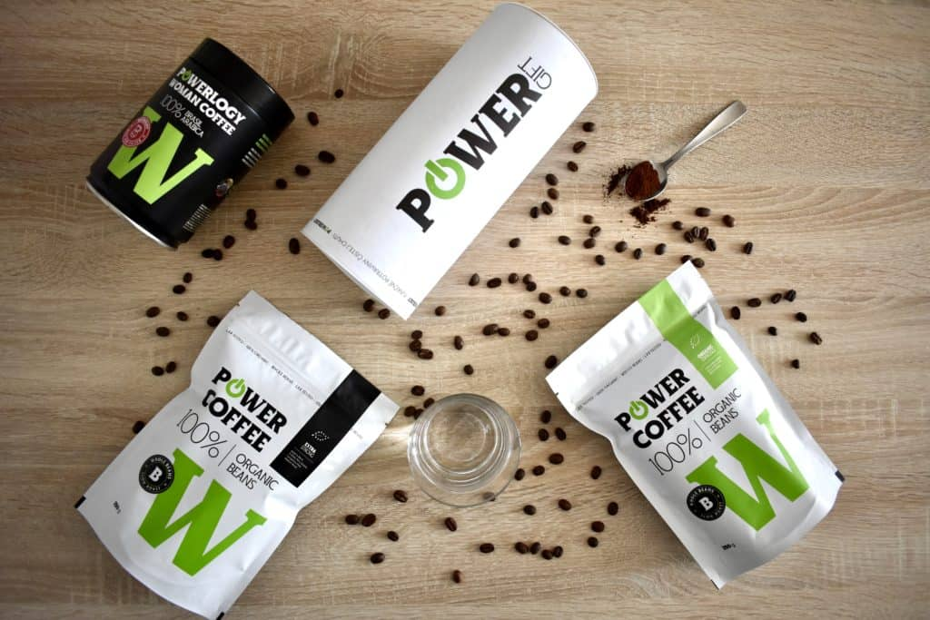 powerlogy Power Coffe strong, Powerlogy Power Coffee bio káva, Powerlogy Power Coffee for women, lyžica s namletou kávou power Coffee