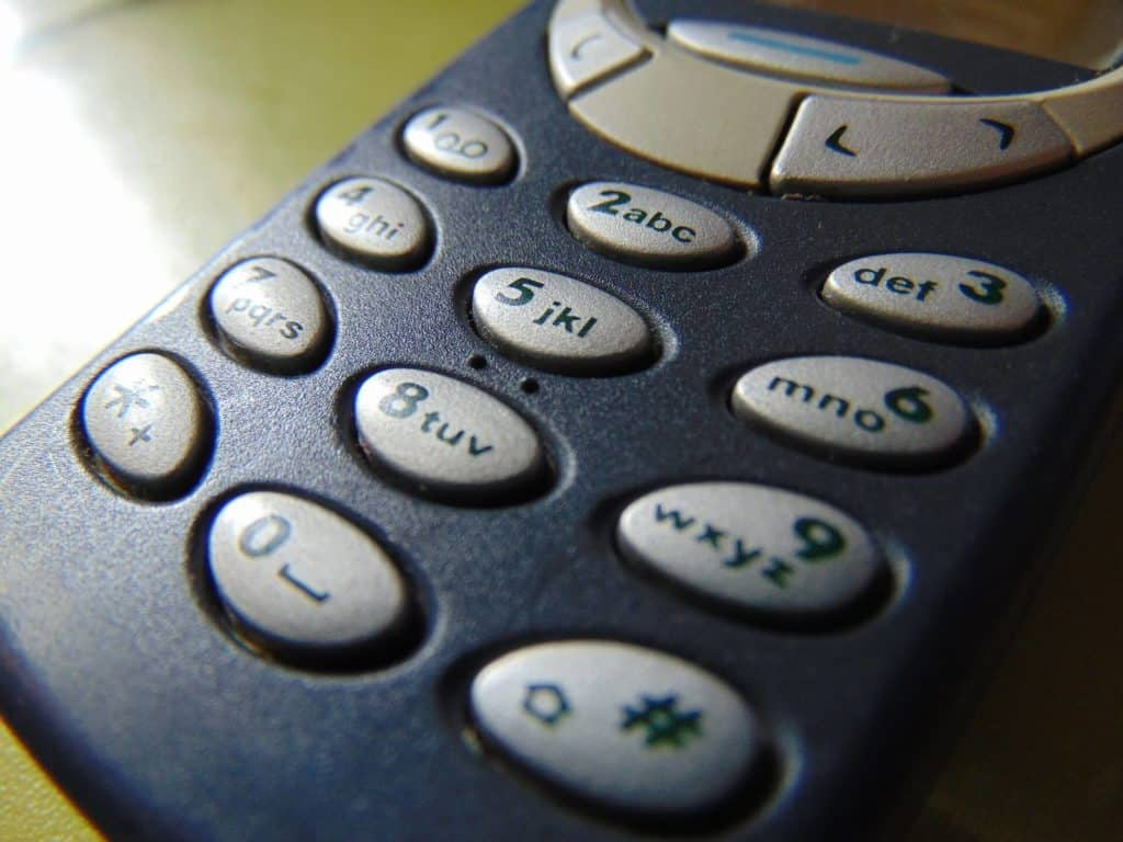 tlačitkový telefón