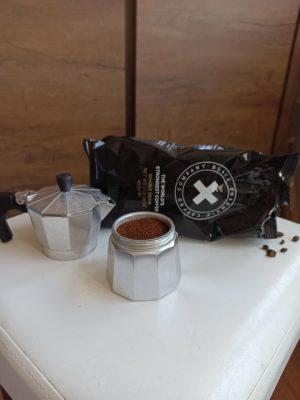 Black Insomnia Coffee v moka kanvičke